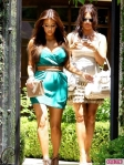 Kim-And-Khloe-Kardashian-Spend-Some-Quality-Sister-Time-2-435x580