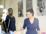 Kim-Kardashian-and-Kanye-West-Join-Khloe-Kardashian-for-Dash-Store-Grand-Opening-9-580x435