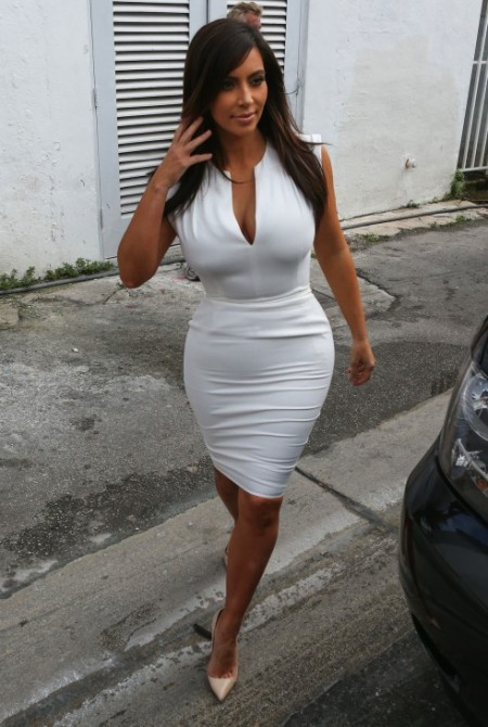 Kim-Kourtney-Khloe-Kardashian-Dash-Miami-Jeff-Andrews-Store-Style-017-491x732